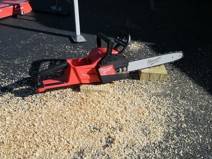 Milwaukee 2727-20 Chainsaw