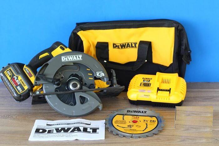 DEWALT DCS575T1 FLEXVOLT 60V MAX Circular Saw