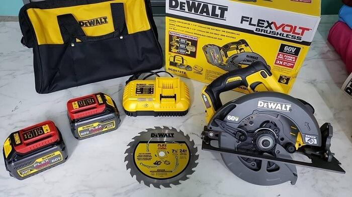 DEWALT DCS575T2 FLEXVOLT 60V MAX Circular Saw
